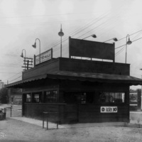 A roadside fast food restaurant, 1930 (image L87-1.42468-30 courtesy of the Northwest Museum of Arts and Culture).